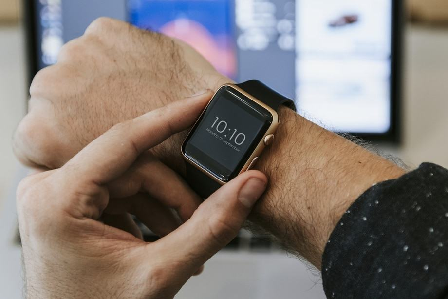 smartwatches-with-speaker-and-microphone-smartwatch
